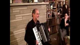 Michael Alpert sings איך בין געפארן קיין אדעס