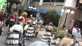 2011年5月15日静岡市七間町シズカンマルシェでのパフォーマンス、練り歩...