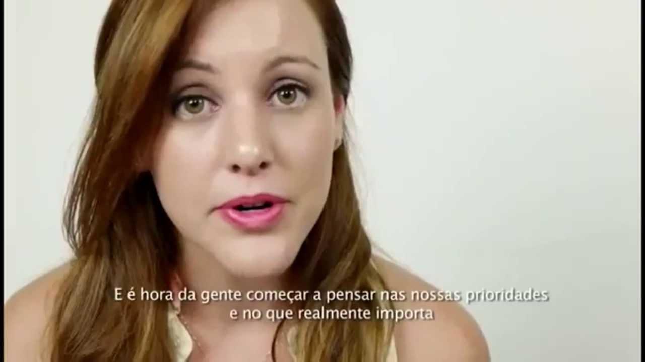 Brasileira Carla Dauden lança vídeo contra Copa e chama