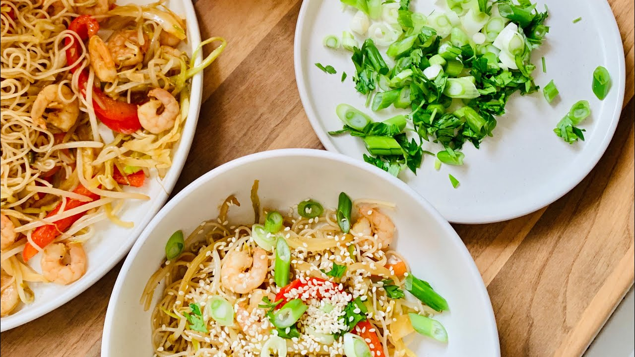 Quick rice noodles with prawns and vegetables/ Rice noodles recipe