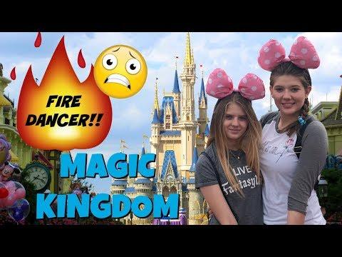 DISNEY WORLD FAMILY VLOG DAY 2 || MAGIC KINGDOM || Taylor and Vanessa