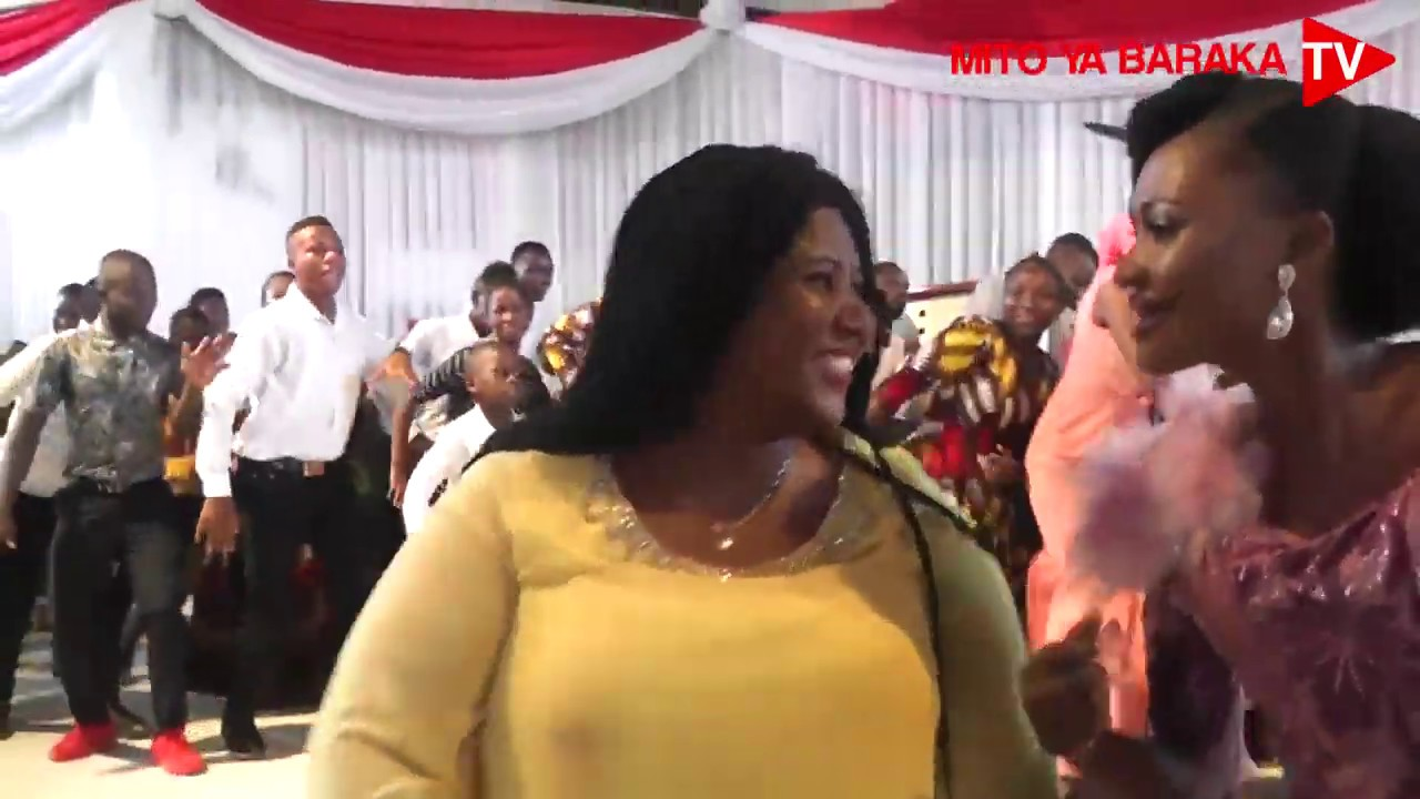 Download Si kawaida ona furaha yafurika Tangazo la Uchumba Jerusalem Choir wakiimba nao #KeshoniYako