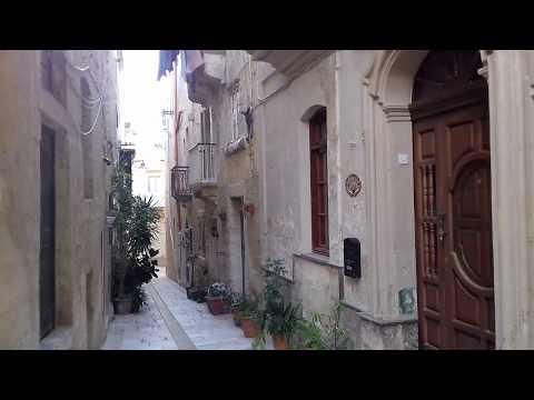 ~MALTA~ BIRGU narrow streets ,Dar Normana and old buildings