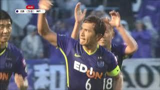 前半終了間際に獲得したPKのチャンスを青山 敏弘(広島)が難しいコース...