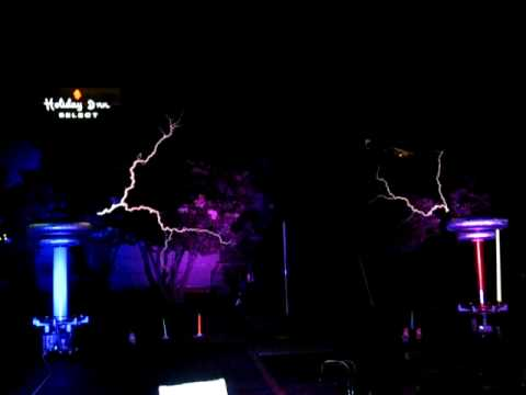 Masters of Lightning Play Ghostbusters With Musical Tesla Coils @ Duckon 2009