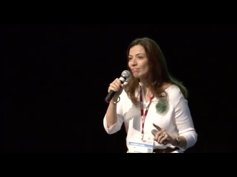 A morte é um dia que vale a pena viver | Ana Claudia Quintana Arantes | TEDxFMUSP