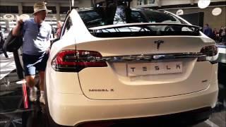 Voiture électrique - Tesla Model X, SUV  de luxe.