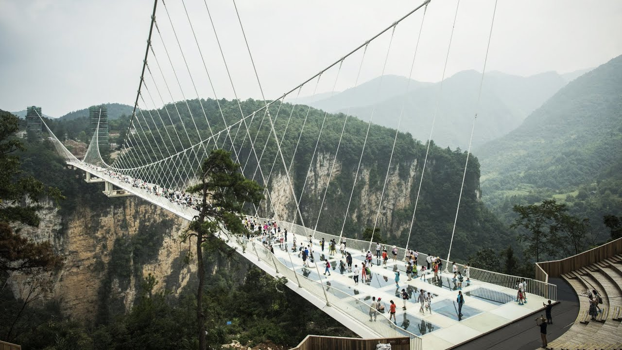 Cây Cầu Thủy Tinh Độc Đáo Và Dài Nhất Thế Giới Ở Trung Quốc