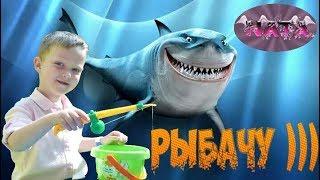 Рыбалка для детей. Развлекательное детское видео. Ловим рыбок.