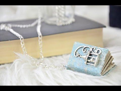 Könyvmedálos nyaklánc // Mini book necklace