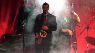 Marley Chingus perform Golden Brown - Live at Matt & Phreds