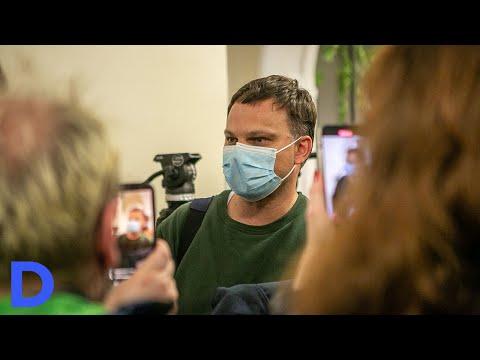 Пассажиры рейса Ryanair в Вильнюсе - о задержании блогера Романа Протасевича в Минске