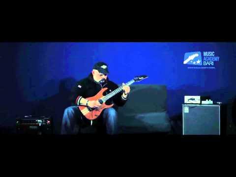 Music Academy Bari: Ago Tambone docente dei corsi di chitarra.
