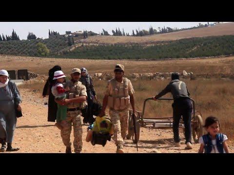 Syrian refugees return from Jordan through rebel crossing