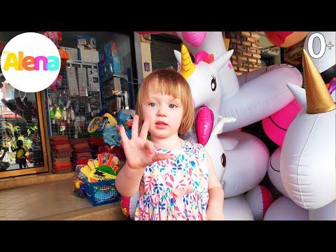Алена в магазине игрушек для бассейна. Алена выбирает надувной детский матрас. Детский канал Алена