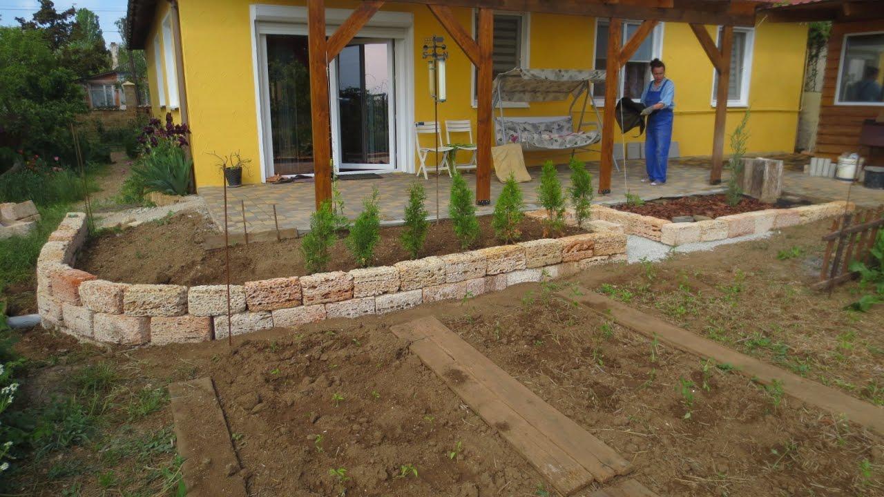 Pflanzenbeet Um Die Terrasse