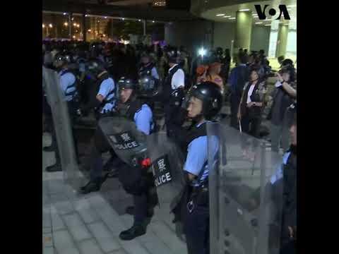 香港逃犯条例游行后 警员与示威者爆发冲突