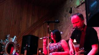 John & Fiona Drysdale - Hand in My Pocket Live at STUDIO2
