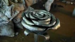 Ковка. Художественная ковка розы.(Ковка. Процесс изготовления букета роз из металла. Художественная ковка. Видеоматериал предоставлен сайто..., 2012-01-11T14:53:40.000Z)