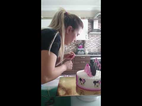 Krem şantili minnie mouse temalı pasta yapımı, pasta