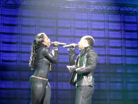 "John Legend ""Quickly"" At The Zenith In Paris 07/03/09"