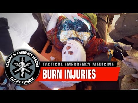 Saving Iraqi woman with burn injuries / War in Iraq, Mosul offensive (Graphic content)