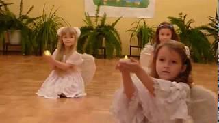 Танец в детском саду для Мама 2012год