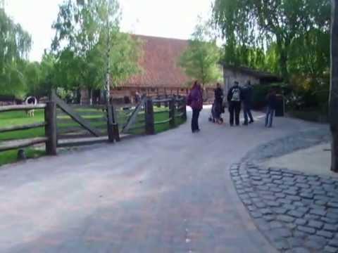 Rundgang von Eingang  bis zum Meyer`s Hof und um dem Hof im  Zoo Hannover 2013