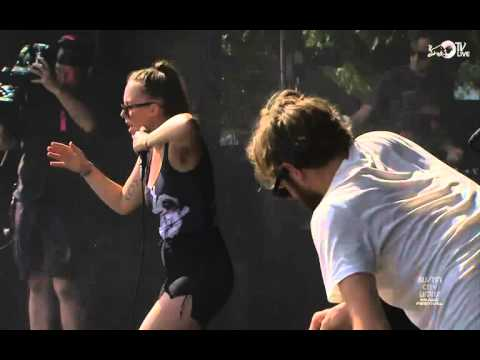 Sylvan Esso Live (ACL Week One)