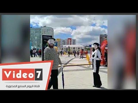 انتشار الألعاب والبلياتشو وفرق الموسيقى في ملعب مباراة مصر أوروجواي  - 12:22-2018 / 6 / 15