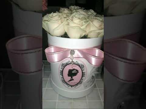 """Кремовые розы в шляпной коробке сорта """"Talea"""" от Будуара Цветов."""