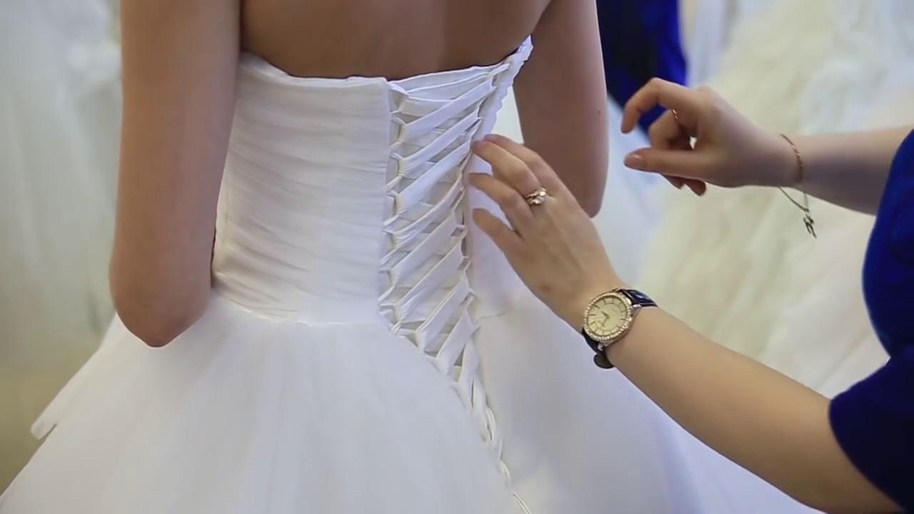 Как зашнуровать свадебное платье на корсете видео