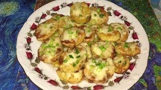 Картофель, запечённый с твёрдым сыром.