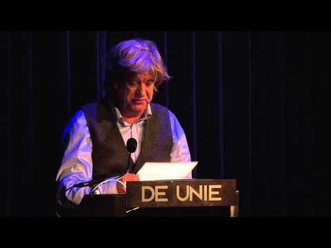 Filosoof Awee Prins leest de krant