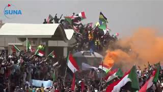 السودان # سونا / استقبال الثوار لقطار عطبرة