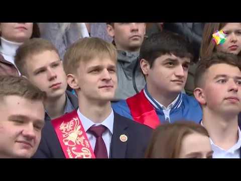 Дмитрий Машков пожелал выпускникам удачи, вручив медали!
