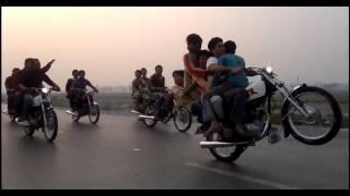 It Happens only in PAKISTAN - Bốc đầu xe máy đỉnh cao!