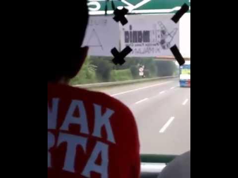 Detik-detik bus The JAK dilempari batu @awayday Cilegon United