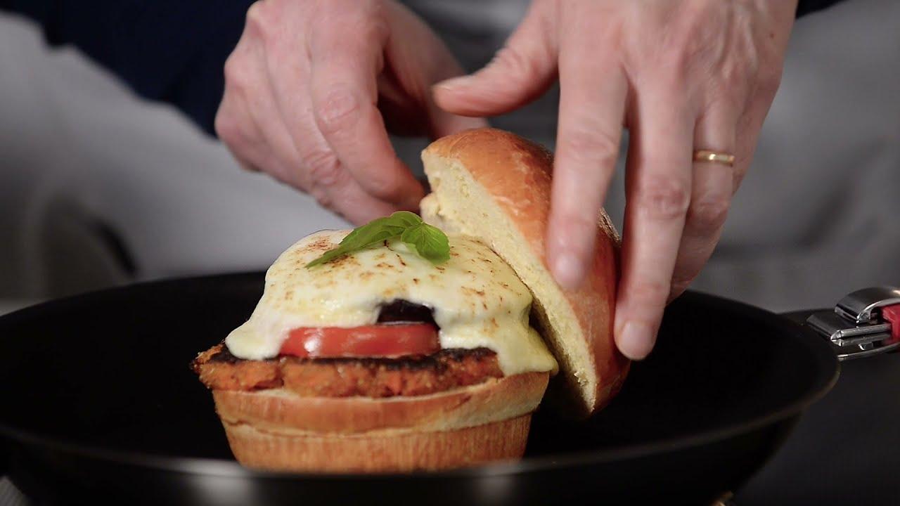 CRISTELUSA - Veggie Cheeseburger Deluxe (short video)