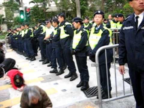 2010 1.16 高鐵 遊行, HK Parade at legislative council; Bowing Demonstrator Part1