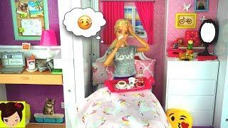 Barbie Esta Resfriada Ken y Sus Hermanas la Cuidan - Barbie Rutina de Mañana en Mansion de Sueños -