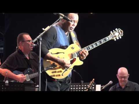 George Benson - Give Me The Night {Live @ La Défense Jazz Festival, Paris, July 4th 2015}