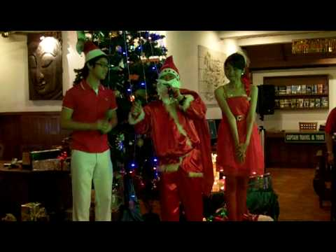 Sala Thai Resort Santa with helper 2009