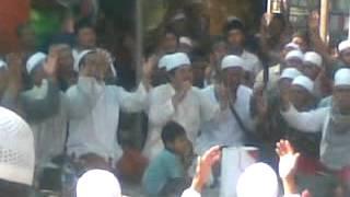 Repeat youtube video Berteman Karena Allah (bersama KHR.Muhammad Kholil As'ad)