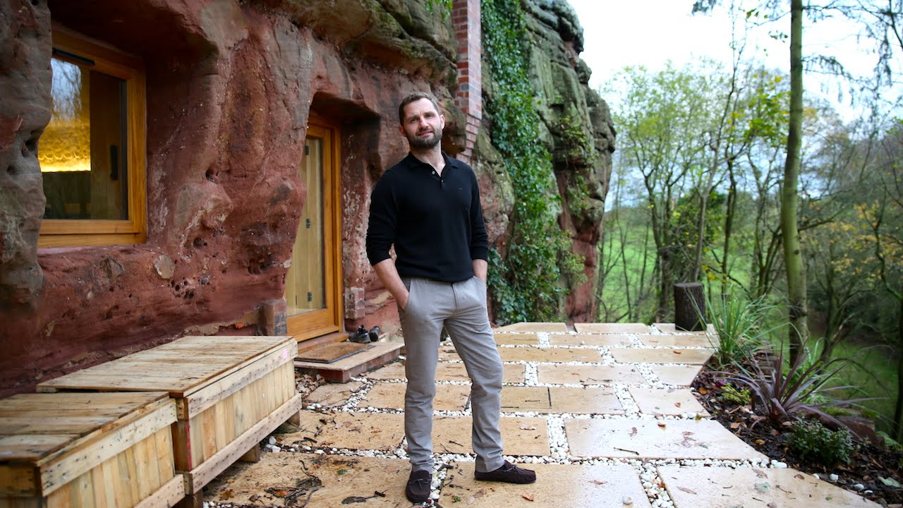 Old Caveman Show : Modern caveman man builds a $230 000 house in 700 year old cave