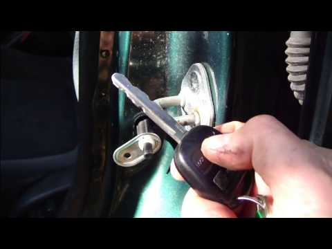 How To Fix Error In Power Door Locks Or Central Lock System Toyota Corolla.  Years 1999 To 2007.   YouTube