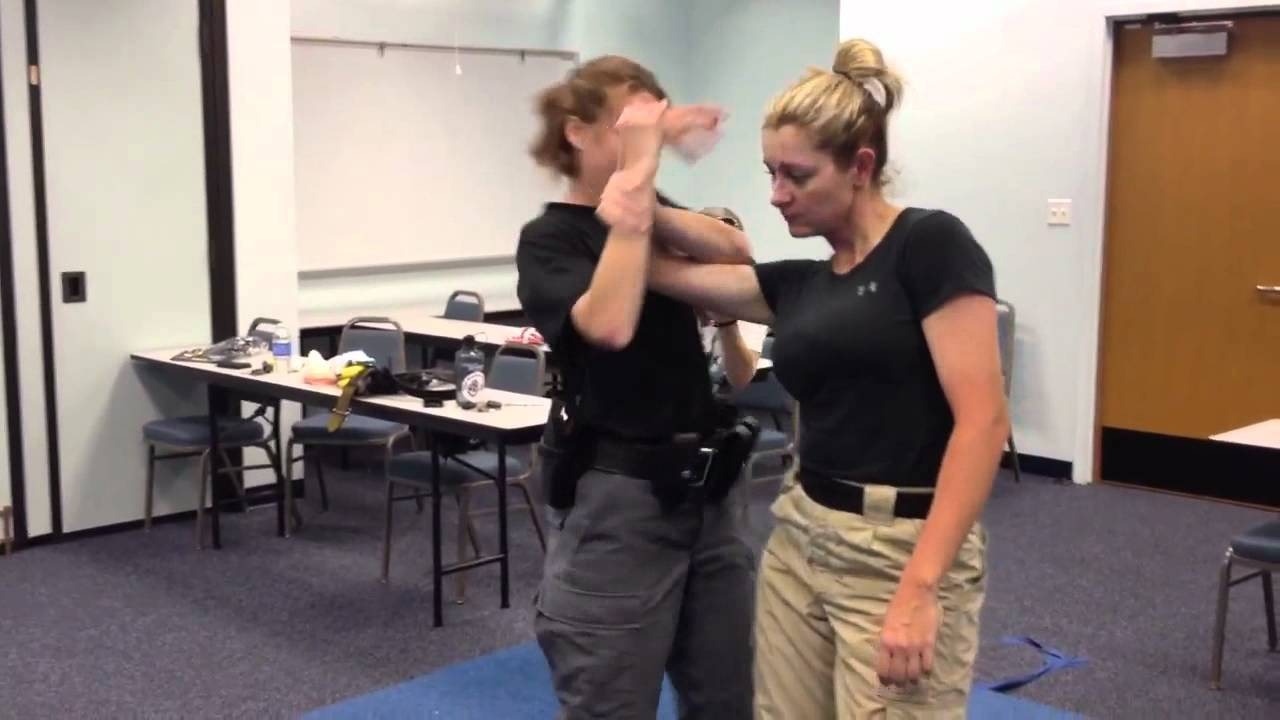 3 female officers team up 3