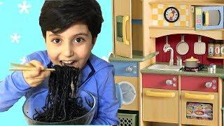 Sado and Kids Story about Black Noodle