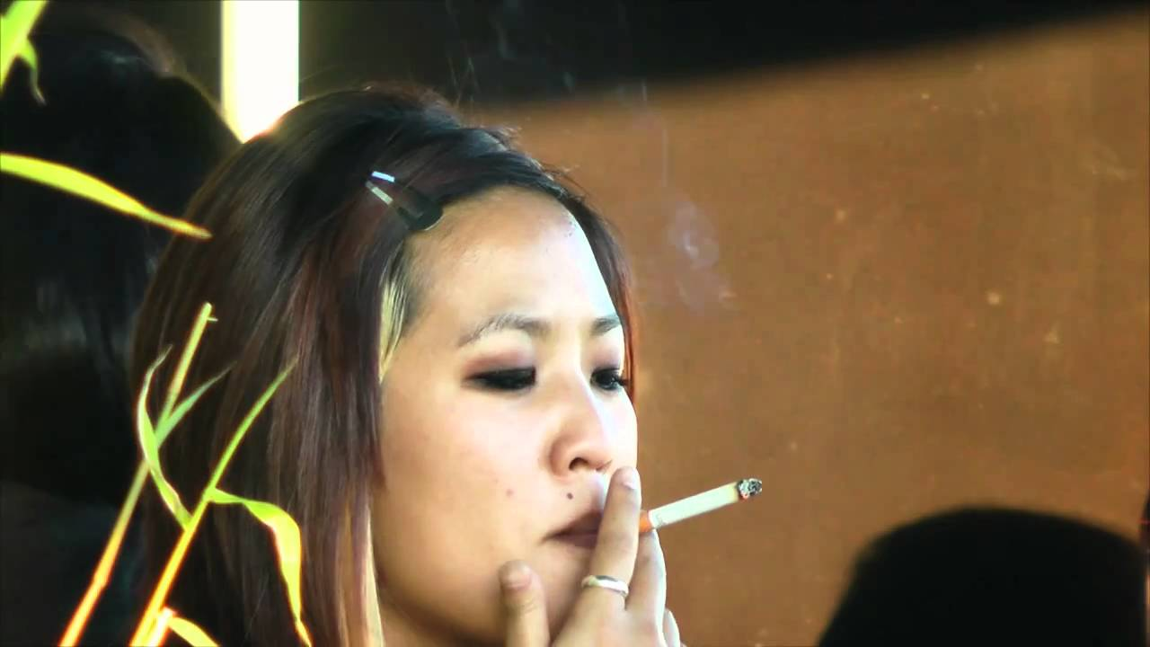 chinese women smoking