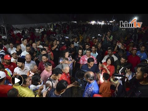 Mahathir Fires Up Sleepy Felda Village In Kubang Pasu